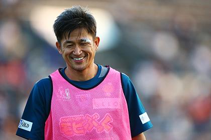 Японский футбольный клуб продлил контракт с 48-летним игроком