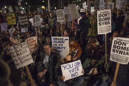 Британский парламент разрешил нанесение авиаударов по ИГ в Сирии