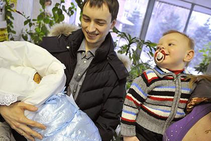 Путин рекомендовал продлить программу маткапитала на два года
