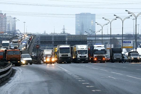 Как недовольные дальнобойщики пытались взять Москву в клещи: Общество: Россия: