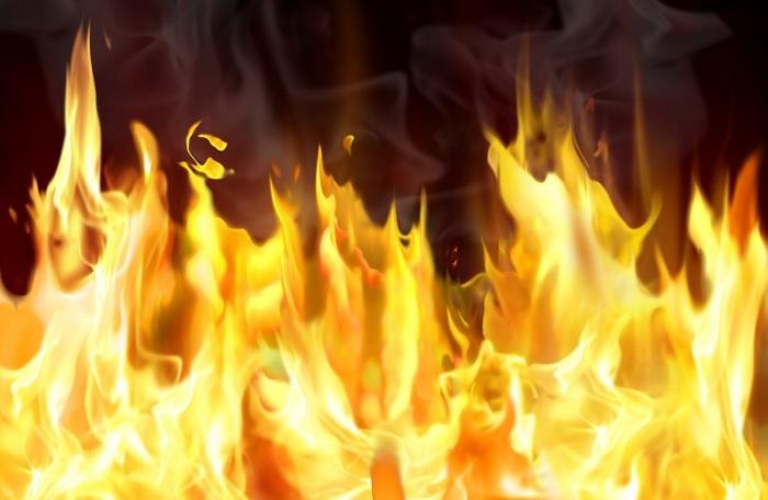 Пожар в Омске на Ямской улице — есть погибшая (Видео)