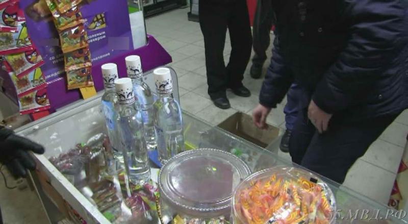 Изъято более 200 бутылок водке в омском магазине